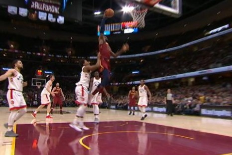 Play of the day - LeBron splits Raptors defence for big slams