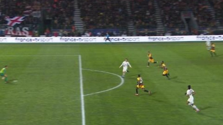 Cavani opens scoring for PSG with delightful chip