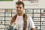 James Duckworth wears crown at Bengaluru Open