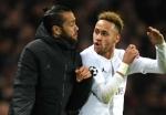 Dani Alves confident of Neymar stay