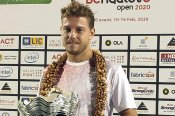 James Duckworth wears crown at Bengaluru Open