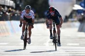 Giro d'Italia: Geoghegan Hart and Hindley face trial of nerves in Sunday finale