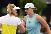 Dialled-in Swiatek to battle Bencic for Adelaide title