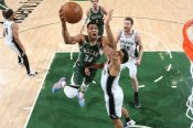 NBA wrap: Giannis stars for streaking Bucks; Harris lifts short-handed 76ers as LeBron injury adds to Lakers