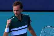 Miami Open: Medvedev survives cramps and serious scare in Miami, Auger-Aliassime falls