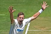 Tim Southee reprimanded for showing dissent at umpire's decision