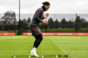Netherlands boss De Boer will not put pressure on Van Dijk to return for Euro 2020