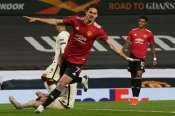 Manchester United 6-2 Roma: Cavani and Fernandes put Red Devils on course for final