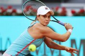 Barty continues red-hot clay streak with victory over Swiatek