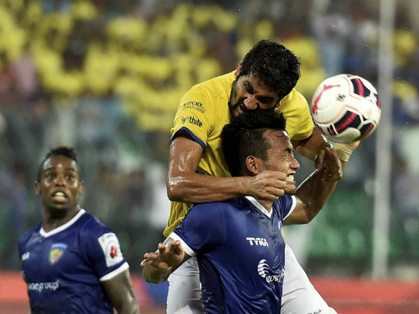 Kerala and Chennaiyin players in action