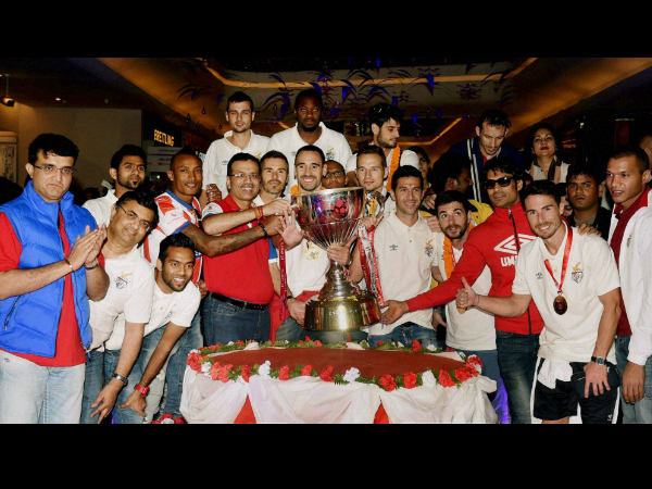 Players of Atletico De Kolkata Football team alongwith with team's their co-owners, Sourav Ganguly, Sanjiv Goenka poses with the Trophy as they arrive in Kolkata on Sunday