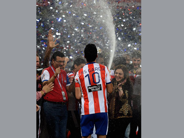 Atletico De Kolkata captain Luis Garcia sprays champagne on ISL founding chairperson Nita Ambani after winning the Indian Super League final match against Kerala Blaster FC in Navi Mumbai on Saturday