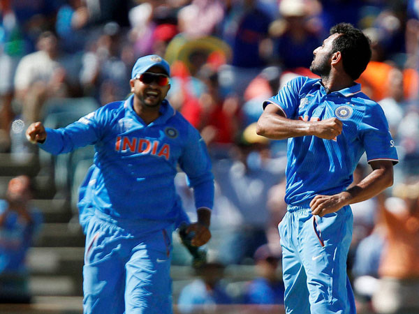 Shami (right) celebrates after dismissing Smith