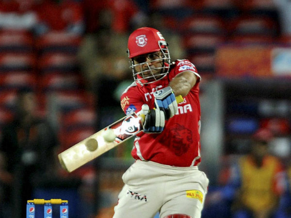 Sehwag batting with spectacles during IPL 2015