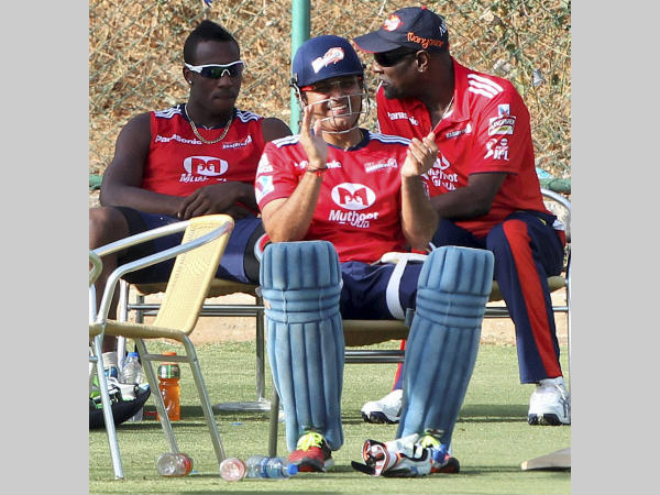 Sehwag (centre) with Richards (right) and Andre Russell at Delhi Daredevils team in IPL