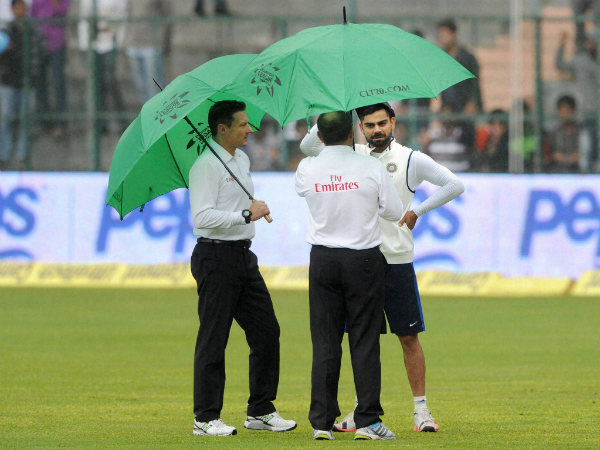 India captain Virat Kohli (right) with umpires Ian Gould (centre) and Richard Kettleborough during the 4th day of the 2nd Test in Bengaluru on Tuesday (November 17)