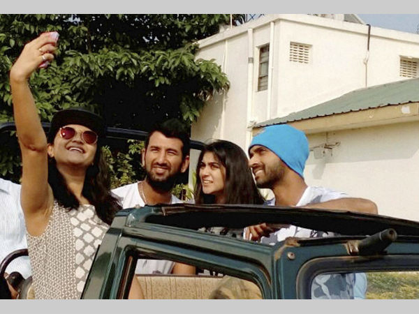 Ajinkya Rahane (right) and Cheteshwar Pujara (2nd left) with their wives taking a selfie as they leave for Tadoba National park Tiger Reserve in Chandrapur, Maharashtra on Saturday.