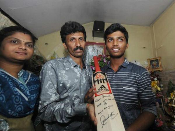 Sachin Tendulkar Gifts His Bat World Record Holder Pranav Dhanawade