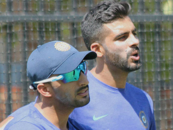 India's uncapped players Barinder Sran (right) and Rishi Dhawan during a practice session in Perth