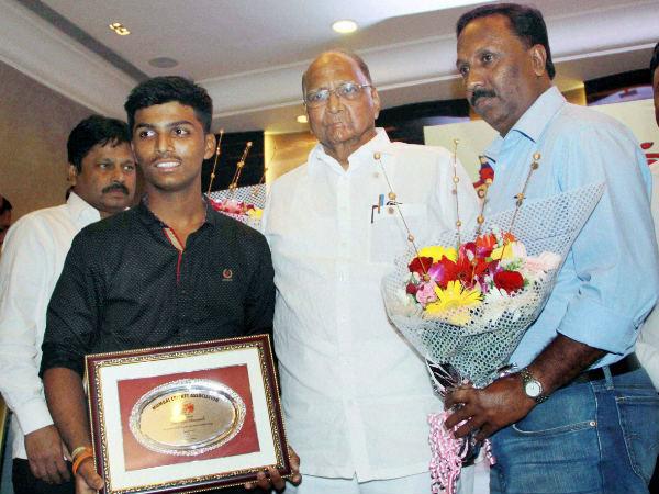 Mca Felicitates Schoolboy Wonder Pranav Dhanawade