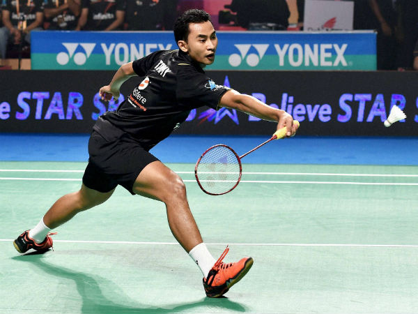 Delhi Acers' Tommy Sugiarto plays against Chennai Smashers' Brice Leverdez during the 1st semi-final of PBL. Tommy won