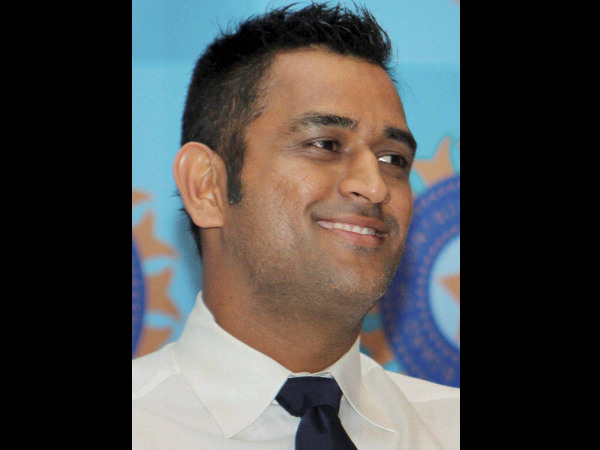 Dhoni calls for respect for armed forces