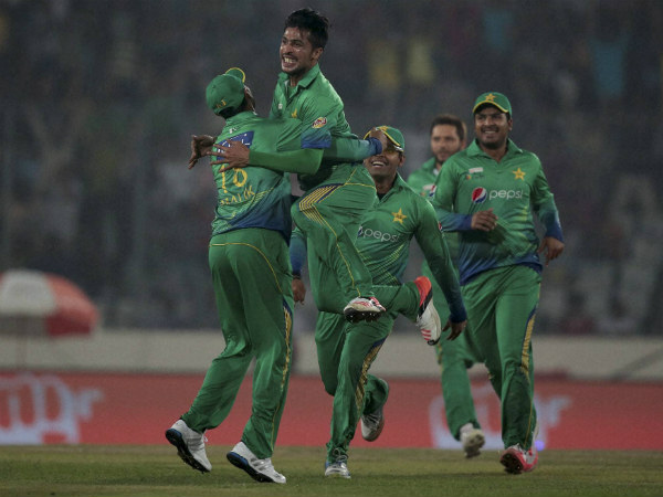 Mohammad Aamir, 2nd left, celebrates with his teammates after the dismissal of Suresh Raina