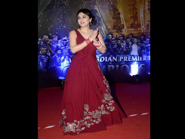 In Pics Ipl 9 Kick Off With Dj Bravo S Champion Bollywood Stars Spirit Cricket Pledge 2065432 Pg