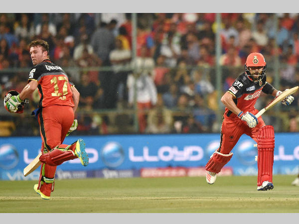 De Villiers (left) and Kohli run between the wickets during IPL 2016