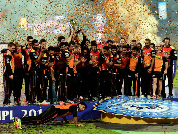 SRH players celebrate their win