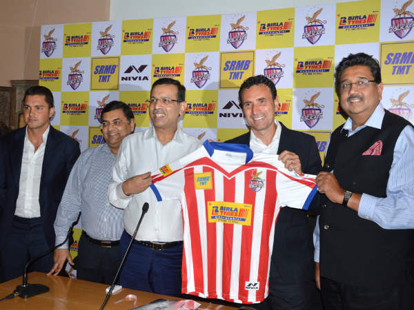 Atlético de Kolkata's new Head Coach José Molina with Co-Owners Mr. Sanjiv Goenka, Mr. Harshavardhan Neotia and Mr. Utsav Parekh at the unveiling of the team jersey at a press conference in Kolkata today.