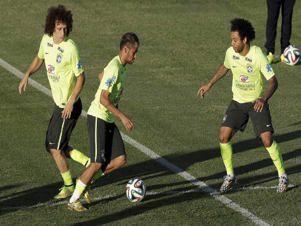 Brazil's Neymar (center) David Luiz (left) and Marcelo practice during a training session of Brazil