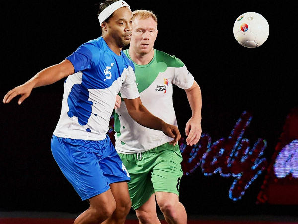 Paul Scholes (green) in action for Bengaluru 5s against Goa 5s' Ronaldinho