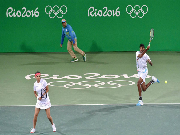 Sania Mirza-Rohan Bopanna during a mixed doubles Andy Murray and Heather Watson of Great Britain