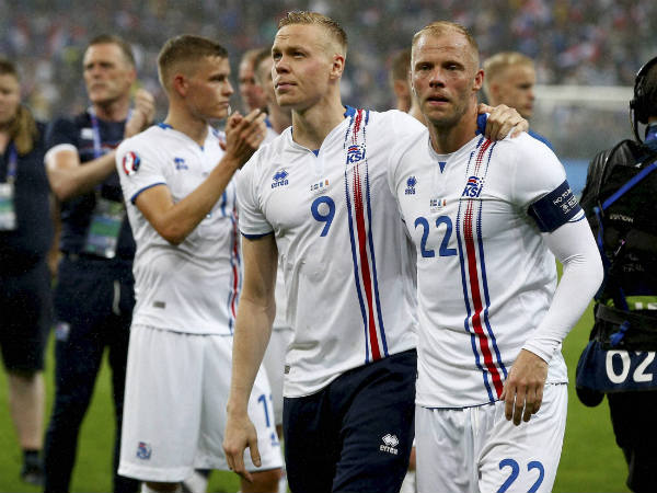 Iceland's Eidur Gudjohnsen (right) and Kolbeinn Sigthorsson salute fans at the end of the Euro 2016 quarterfinal