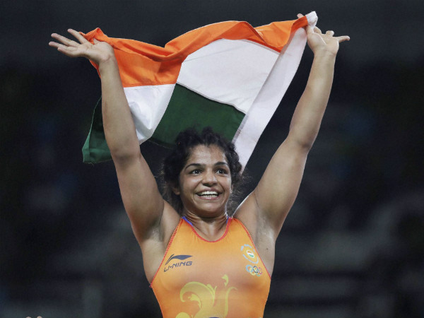 Sakshi Malik celebrates with the tri-colour after winning bronze