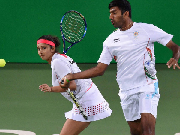 Sania Mirza-Rohan Bopanna play during their mixed doubles match