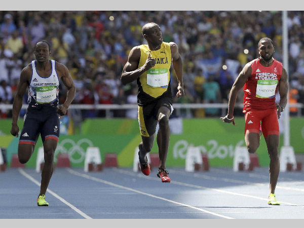 Jamaica's Usain Bolt, centre, Trinidad and Tobago's Richard Thompson, right, and Britain's James Dasaolu compete in a men's 100-metre heat at Rio Olympics