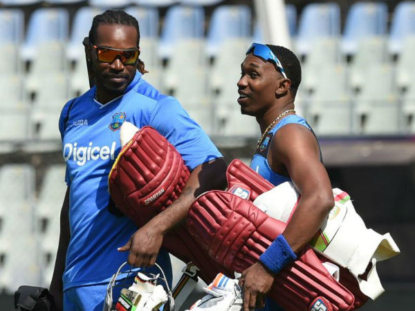 Watch: Chris Gayle gets hero's welcome in Chennai, Dwayne Bravo dances with female fans