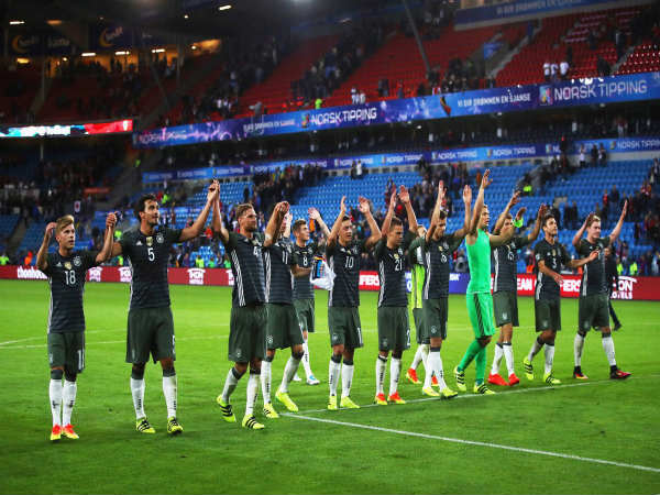 Germany players applaud the fans after winning against Norway (Image courtesy: Germany Twitter handle)