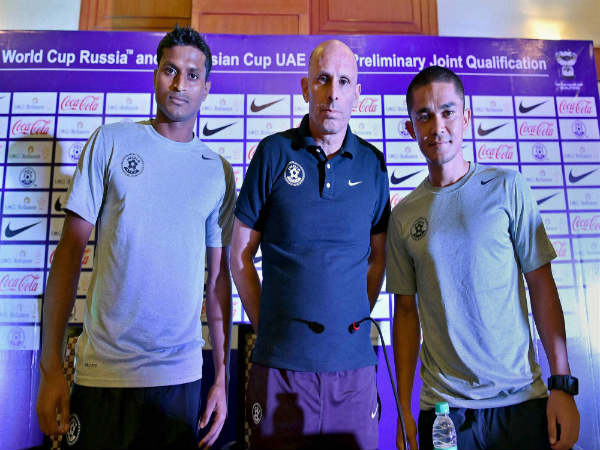 Stephen Constantine (centre) with Arnab Mondal and Sunil Chhetri