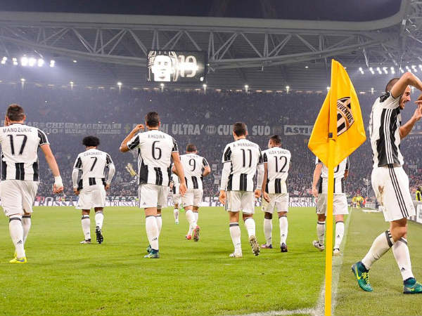 Juventus players celebrate (Image courtesy: Juventus Twitter handle)