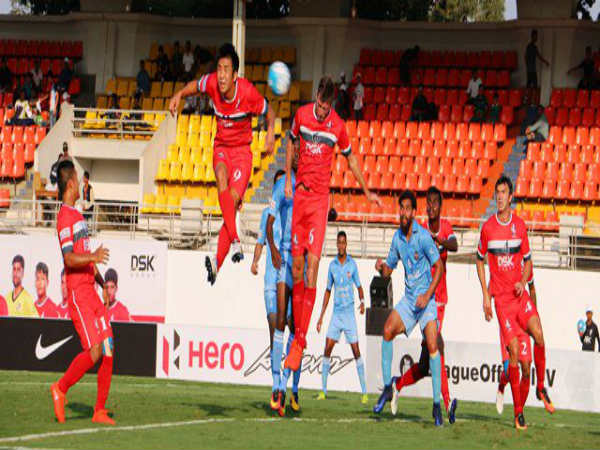 DSK Shivajians (red) and Churchill Brothers players (Image courtesy: I-League Twitter handle)
