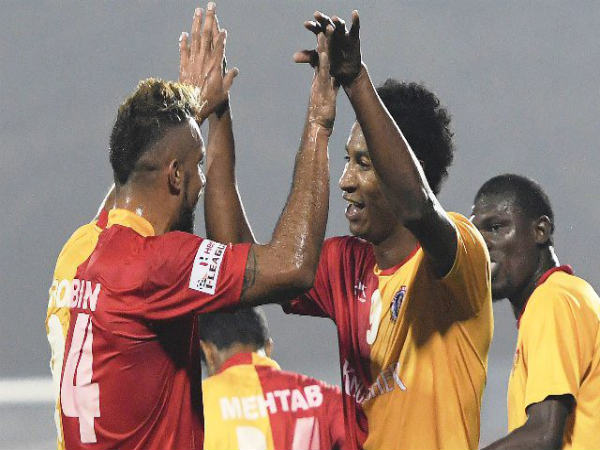 Willis PLaza (right) celebrates with Robin Singh (Image courtesy: I-League Twitter handle)