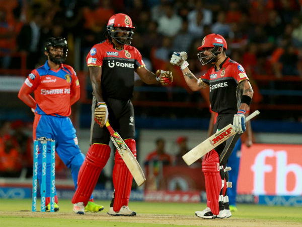 Gayle (centre) and Kohli (right) during an IPL 2017 match