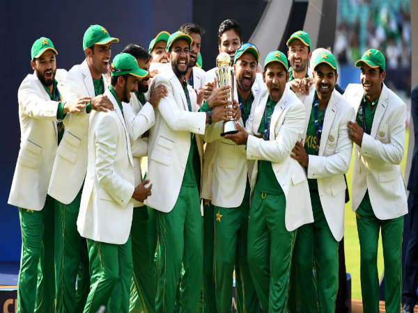 Pakistan team with Champions Trophy (Image courtesy: ICC Twitter handle)