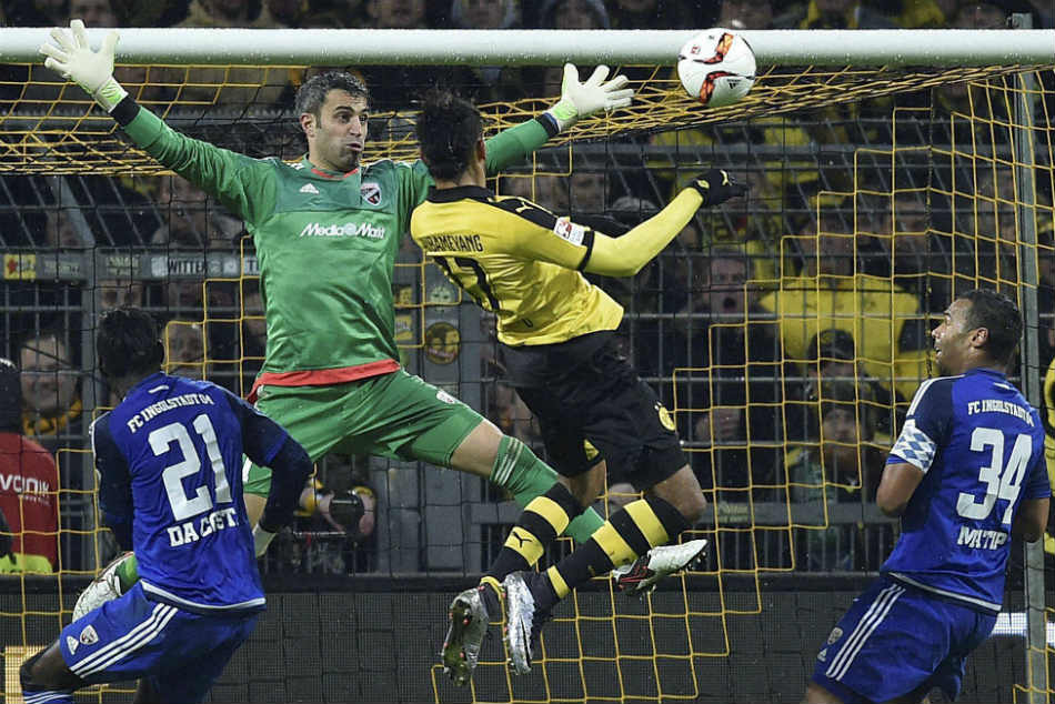 Dortmund Remains Atop After Hamburg Victory