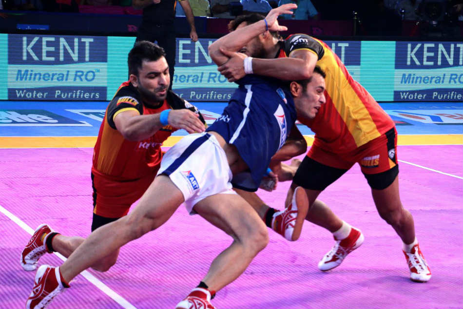 Pro Kabaddi League 2017 Bengaluru Bulls Ease Past Dabang Delhi