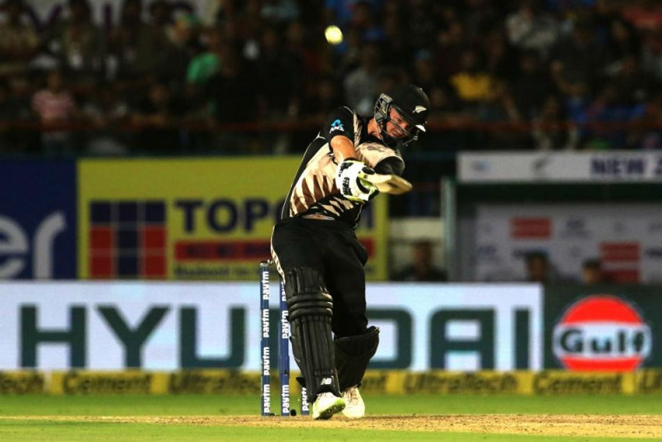 2nd T20I: Munro, Boult take New Zealand to a convincing win over India, level series