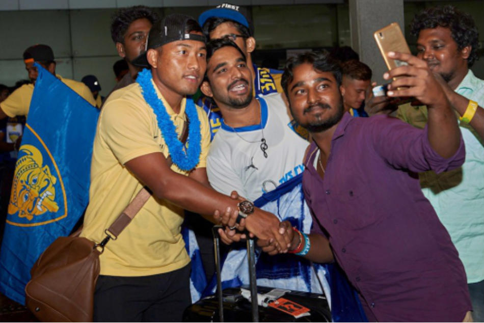 Jeje Lalpekhlua (left) of Chennaiyin FC acknowledges fans after returning from the pre-season tour of Thailand